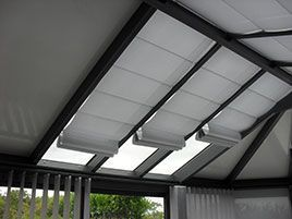 stores interieur de toiture. Black Bedroom Furniture Sets. Home Design Ideas