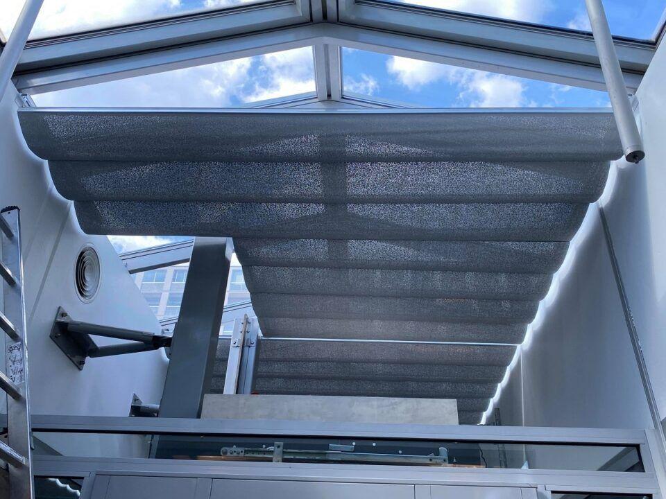 store de toiture anti chaleur, puits de lumière