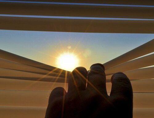 Store anti-chaleur intérieur ou store extérieur pour protéger une pièce vitrée ?
