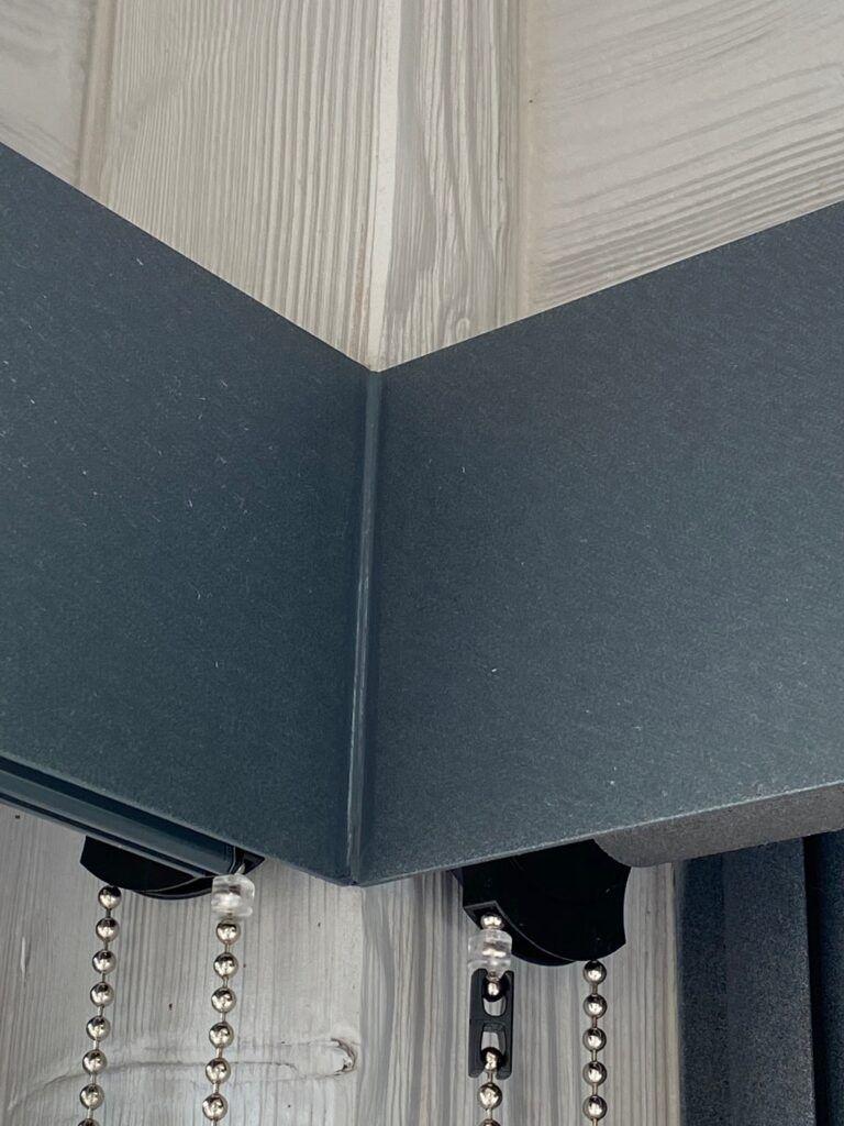coffrage gris pour stores intérieurs